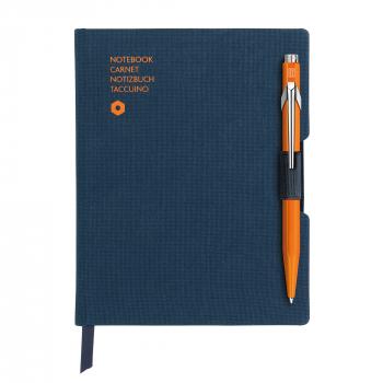 Caran D'ache Noitzbuch Office, A5, blau inkl. Kugelschreiber Caran D'Ache 849, orange